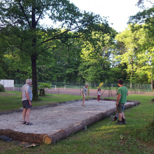 play-petanque-french-camping